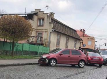 В Мукачево ДТП заблокировало половину центральной улицы