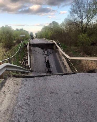 Путин разбомбил мост на трассе Луцк-Львов
