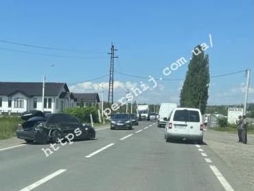 Разрушительное ДТП в Закарпатье: Авто разлетелись по дороге, повсюду раскиданы запчасти