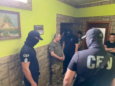 В Закарпатье работник военкомата помогал призывникам откосить от армии за 3000$