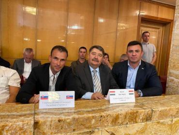 Не смотря на селфи с венгерским консулом Йожефом Бачкаи - миссия Тищенко до конца не выполнена