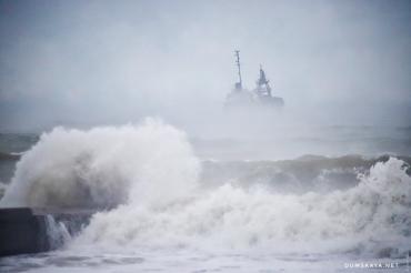 В Одесском заливе после бедствия танкер прибило к берегу