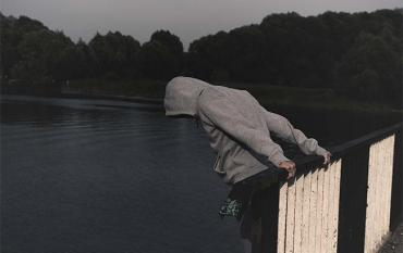 В Закарпатье самоубийцу, который прыгнул с моста в Тису, выловили венгерские пограничники