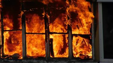 Причина устанавливается: В Закарпатье огонь ни с того ни и сего охватил квартиру