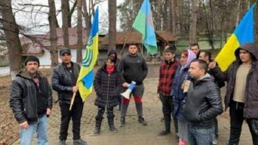 В Ужгороде протестует толпа цыган