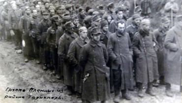 Бойцы СС Галичина на марше вышиванок под Бродами в июле 1944 года