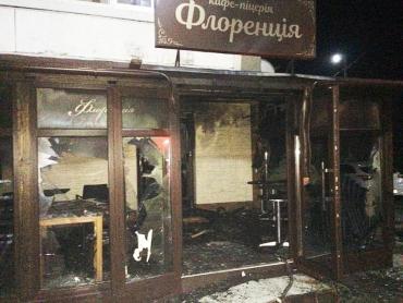 В Закарпатье огонь охватил кафе-пиццерию
