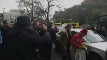"""""""Нет капитуляции"""" : Герой дня таксист, отказавшийся везти Порошенко."""