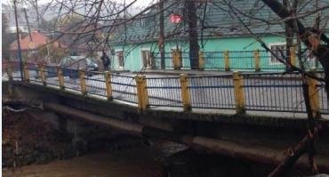 """""""Сверхбыстрое"""" строительство моста на Закарпатье приводит жителей в ярость"""