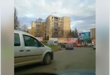 """Пробки и ожидание: В Ужгороде возле """"Пьяного"""" базара случилось ДТП"""