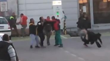 В Словакии возле универмага цыгане и заробитчане жестоко избили друг друга