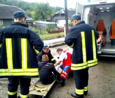 В горах на Закарпатье 19-летний парень выпал из поезда