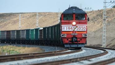 Оккупанты под дулами видеокамер запустили первые грузовые поезда через Крымский мост