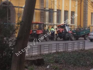 В Закарпатье произошло очередное ДТП, но уже с трактором