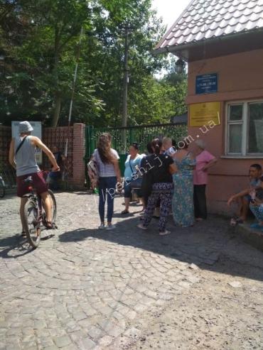 """Новый эпизод: В Мукачево """"заминировали"""" ЦРБ"""
