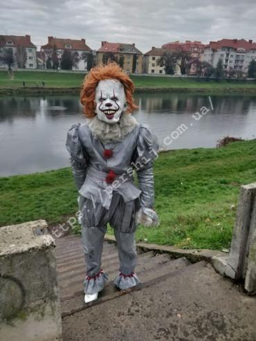 Страшно до мурашек: На улицах Мукачево заметили пугающего клоуна Пеннивайза