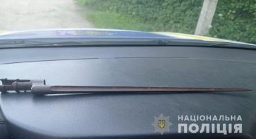 В Закарпатье домашний насильник намеревался решить ссору штык-ножом