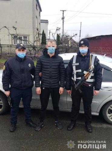 В Закарпатье бандит из 90тых разъезжал по улицам с нешуточным оружием