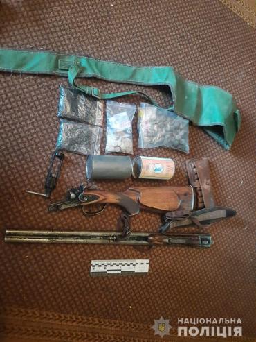 Обыск в Закарпатье привел правоохранителей к любопытной коллекции
