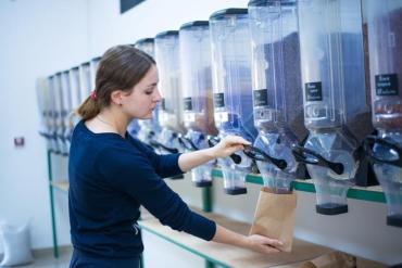 Zero waste: В Ужгороде можно покупать продукты не используя пластиковые кулечки