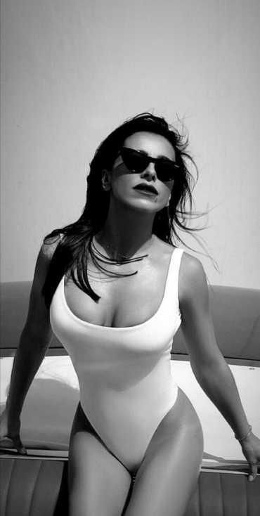 Ани Лорак показала в Инстаграме свои шикарные формы