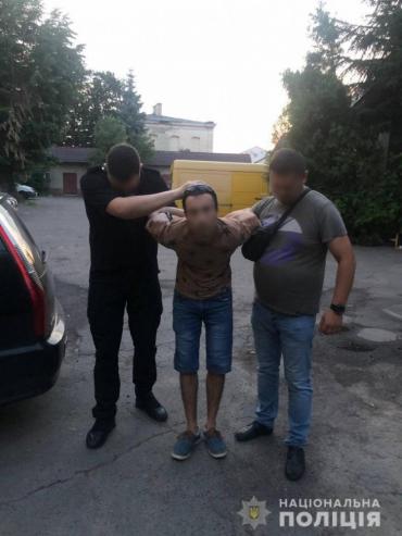 Окровавленную оставил в запертой квартире: В Мукачево жестокое нападение на девушку поражает до глубины души