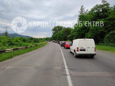 Стоят по 40 минут: Гигантская пробка на трассе возле Ужгорода доводит водителей до бешенства