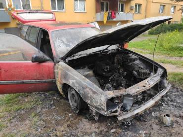 В Ужгороде на парковке начал пылать автомобиль