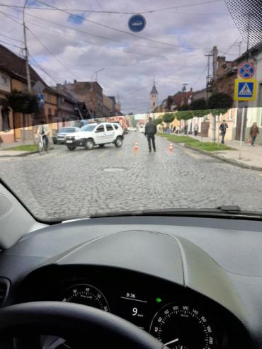 В центр Мукачево трудно попасть с утра - мигалки, спасатели и паника