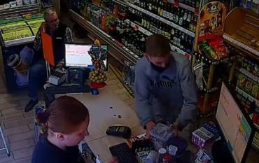 Кража ящика с пожертвованиями из магазина в Ужгороде вызвала бурю негодования в соцсетях