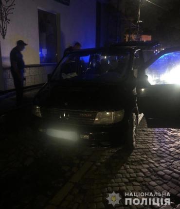 """Оружие, патроны и наркотики: В Закарпатье полицейские """"удачно"""" остановили бандита"""