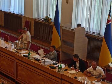 В облсовете Закарпатья депутаты единогласно прекратили полномочия двух заместителей