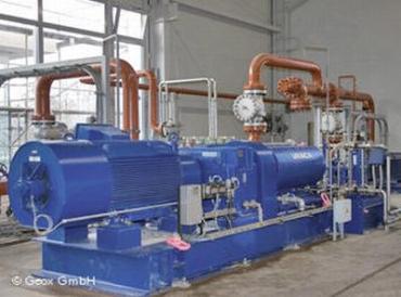 Энергия горячей термальной воды из-под земли через теплообменник попадает в городскую теплосеть