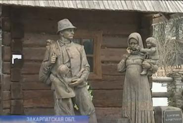 "Памятник ""заробитчанам"", установили в закарпатском селе Колочава"