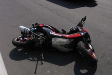 В Мукачевском районе столкнулись автомобиль и скутер