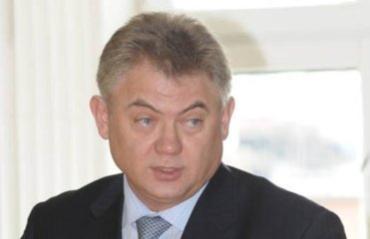 Василий Лазоришинец родился 25 мая 1957 года в с. Сокирница Закарпатской области
