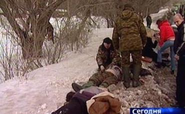 В Воловецком молодой человек травмировался, упав с кузова грузовика