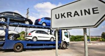 Власник має завозити придбане вживане авто в Україну особисто.
