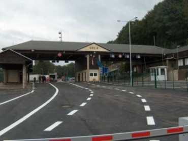 Словаччина закрила майже половину прикордонних переходів