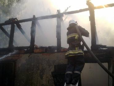 У Хусті горіли 8 надвірних споруд.