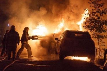 «Skoda-оktavia» палала на вулиці Одеській в Ужгороді.