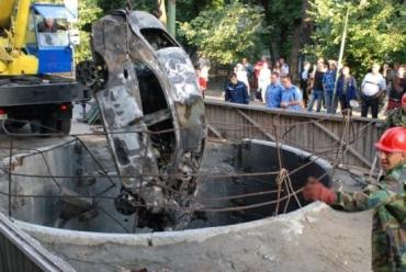 """""""ЧЕРИ"""" упал на дно строящейся 16-метровой шахты коллектора"""