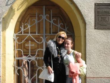 Тетяну Горянку знають як «гостру на перо» журналістку (з Вікторією Попович)