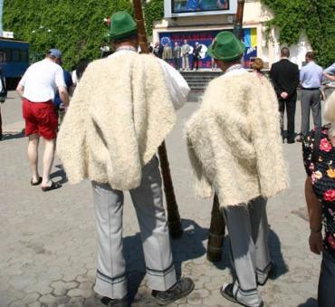 Карпатский еврорегион - это форумы с фуршетами? А люди...?