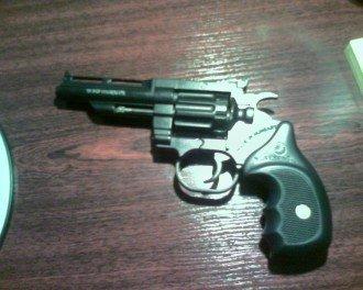 У нелегала обнаружили револьвер Keseru