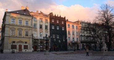 Ужгородець незаконно поставив літню терасу у Львові.