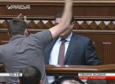 У Верховній Раді України ледь не сталася бійка між нардепами.