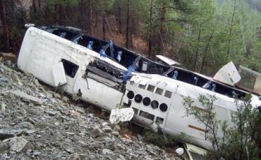 В Турции туристический автобус упал в пропасть, есть пострадавшие