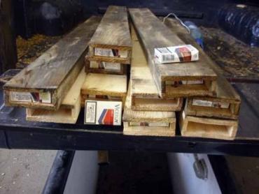 Контрабандные сигареты румын прятал в деревянных балках
