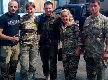 Волонтерки повезли на Схід зібрану жителями Мукачева гуманітарку.